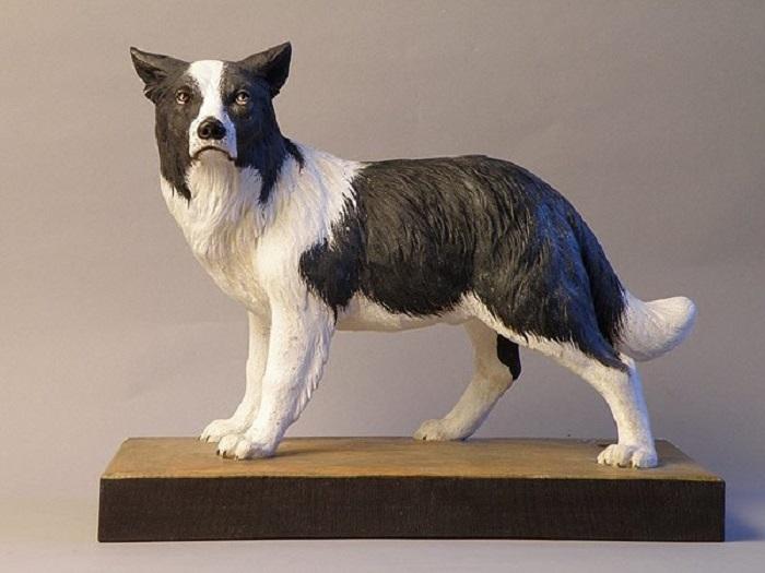 Искусно вырезанная скульптура пастушьей собаки авторства Джузеппе Румерио (Giuseppe Rumerio). | Фото: wood-sculptor.info
